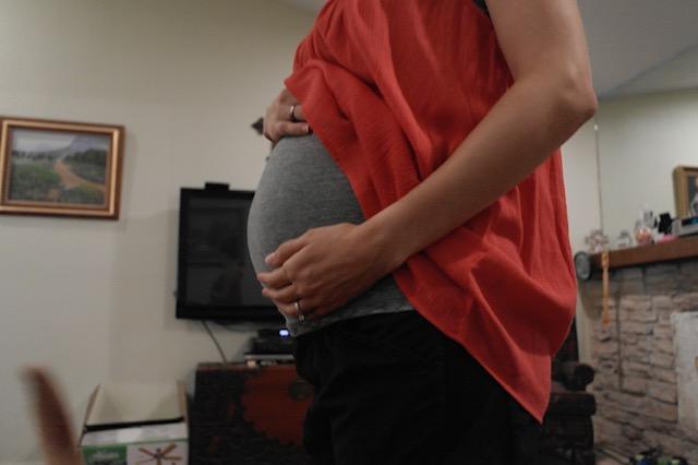 natural pregnancy baby bump